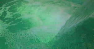 Grande córrego dos volume de água na associação filme