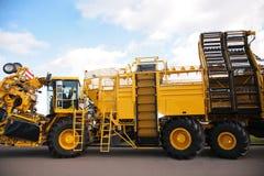 Grande camion agricolo giallo Fotografie Stock
