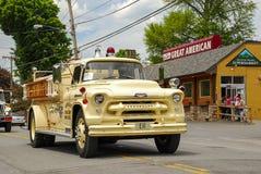 Grande camion dei vigili del fuoco d'annata americano fotografia stock libera da diritti
