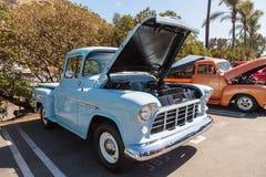 Grande camion 1955 della finestra di Chevrolet 3100 blu-chiaro Immagine Stock
