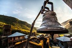 Grande campana in Ushguli Immagini Stock