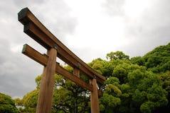 Grande cancello del santuario al tempiale di Meiji Jingu Fotografia Stock Libera da Diritti