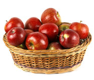 Grande canestro delle mele rosse Fotografie Stock Libere da Diritti