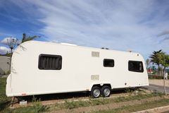 Grande caravane sur un camping Image libre de droits