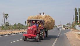 Grande carico su una strada principale del Tamil Nadu Immagine Stock Libera da Diritti