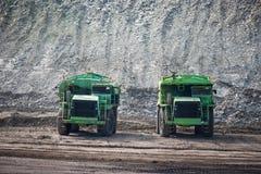 Grande carrello di miniera al trasporto di carbone degli impianti fotografie stock
