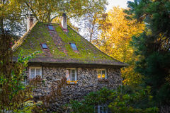 Grande casa de pedra velha Forest Fantasy Fairy Tale German Forest Wo imagem de stock