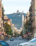 Grande casa del castello sull'alta collina nella città di Barcellona Fotografie Stock