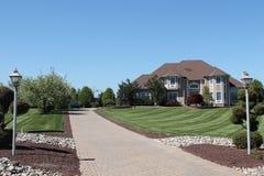Grande casa do solar suburbano da família Imagens de Stock Royalty Free