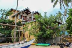 Grande casa gialla nello Sri Lanka fotografia stock libera da diritti