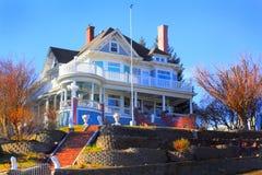 Grande casa histórica do país imagens de stock