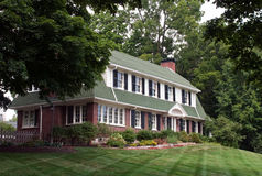 Grande casa no monte Fotos de Stock Royalty Free