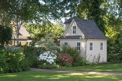 Grande casa poca casa Immagini Stock Libere da Diritti