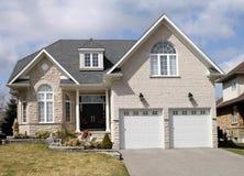 Grande casa suburbana Fotografia Stock