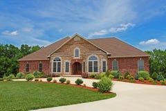 Grande casa suburbana Fotos de Stock