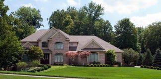 Grande casa suburbana del mattone Fotografia Stock Libera da Diritti
