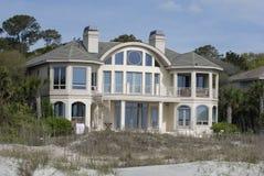 Grande casa sulla spiaggia Fotografia Stock Libera da Diritti