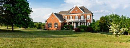 Grande casa unifamiliare di elevazione anteriore Fotografie Stock Libere da Diritti