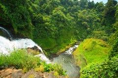 Grande cascade au Laos sur la vue supérieure Images libres de droits