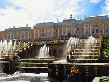 Grande cascata del palazzo di Pertergof immagini stock libere da diritti