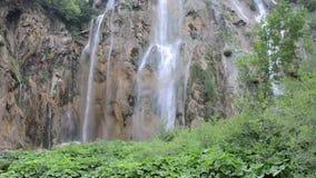 Grande cascata nel parco nazionale di Plitvice stock footage