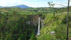 Grande cascata tropicale stock footage