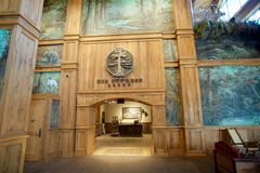 Grande casetta dentro Bass Pro Shop, Memphis Tennessee di Cypress Fotografie Stock