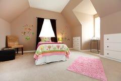 Grande Chambre à Coucher Brune De Bébé Avec Le Bâti Rose. Photo ...