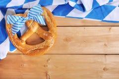 Grande ciambellina salata molle bavarese di Oktoberfest fotografia stock