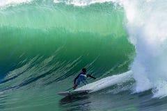 Grande ciclone di onde praticante il surfing Fotografia Stock Libera da Diritti