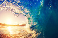 Grande cielo soleggiato blu di Wave di oceano fotografie stock