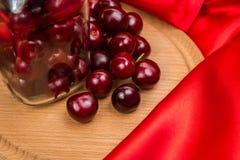 Grande ciliegia rossa in un barattolo Fotografia Stock