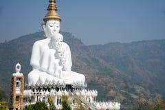 Grande cinque bianco Buddha a Wat Pha Sorn Kaew Immagine Stock Libera da Diritti