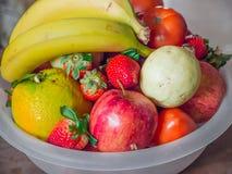 Grande ciotola di frutti Fotografia Stock Libera da Diritti