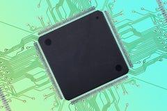 Grande circuito integrado vazio com conexões no fundo colorido Fotografia de Stock