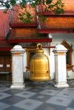 Grande cloche en Wat Phrathat Doi Suthep Images libres de droits