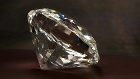 Grande close-up de Crystal Swarovski com rotação, janela de cristal de uma ourivesaria, joia do brilho, pedra preciosa video estoque