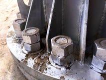 Grande colonne attachée avec de doubles écrous Photo libre de droits