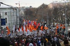 Grande colonne de mars à l'appui des prisonniers politiques Images stock