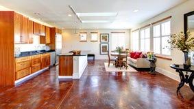 Grande combinaison de conception moderne et de meubles rustiques. Grand k Photo libre de droits