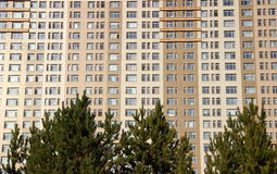 Grande complexo de apartamentos Fotos de Stock