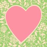 Grande coração cor-de-rosa em um fundo sem emenda claro com flores. Fotos de Stock Royalty Free