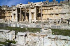 A grande corte do templo de Jupiter, Baalbek Imagens de Stock