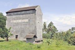 Grande costruzione che alloggia i nidi rapidi Fotografie Stock Libere da Diritti