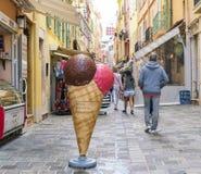 Grande crème glacée suisse décorative photos stock