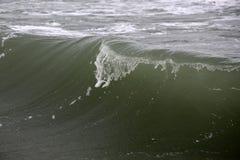 Grande cresta dell'onda con le ondulazioni Fotografia Stock Libera da Diritti