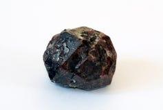 Grande cristallo del granato-almandine Fotografia Stock