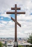 Grande croix chrétienne en Slavin, monument commémoratif et ce militaire photographie stock libre de droits