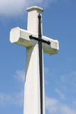 Grande croix dans le cimetière de guerre, Kanchanaburi, Thaïlande. Images stock