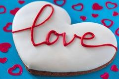 Grande cuore con amore su fondo di legno Generi il giorno del ` s, il buon compleanno, il giorno del ` s delle donne St Giorno di Fotografia Stock Libera da Diritti